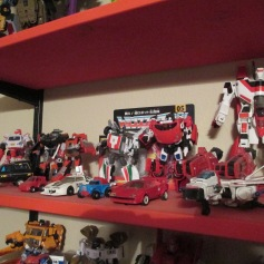 Note the sweet G1 Jetfire looming in the back